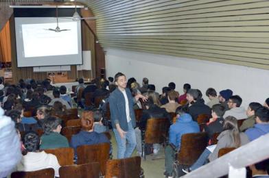 Leonardo MIcheloni durante la clase 1